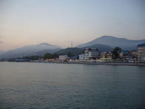 Отдых в Лазаревском у самого моря: набережная и пляж