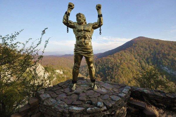 Памятник Прометею на Орлиной скале