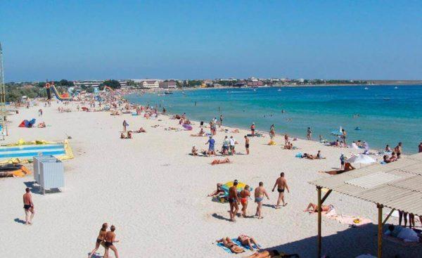 Центральный пляж Межводного