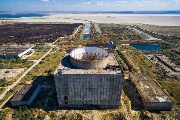 недостроенная атомная электростанция, расположенная вблизи города Щёлкино в Крыму на берегу солёного Акташского водохранилища