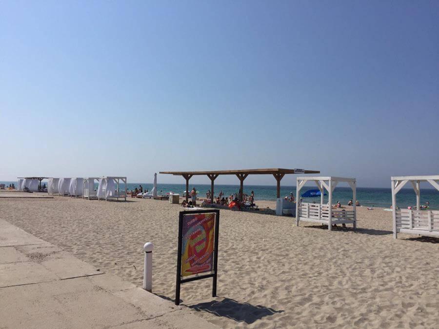 Пляж в Штормовом, Крым