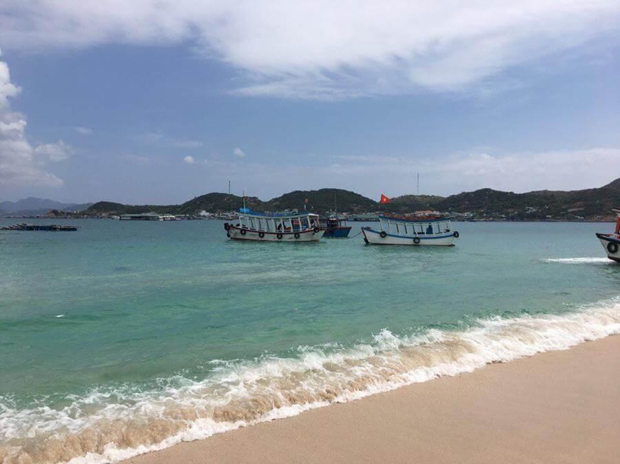 Куда поехать в апреле на пляжный отдых за границу