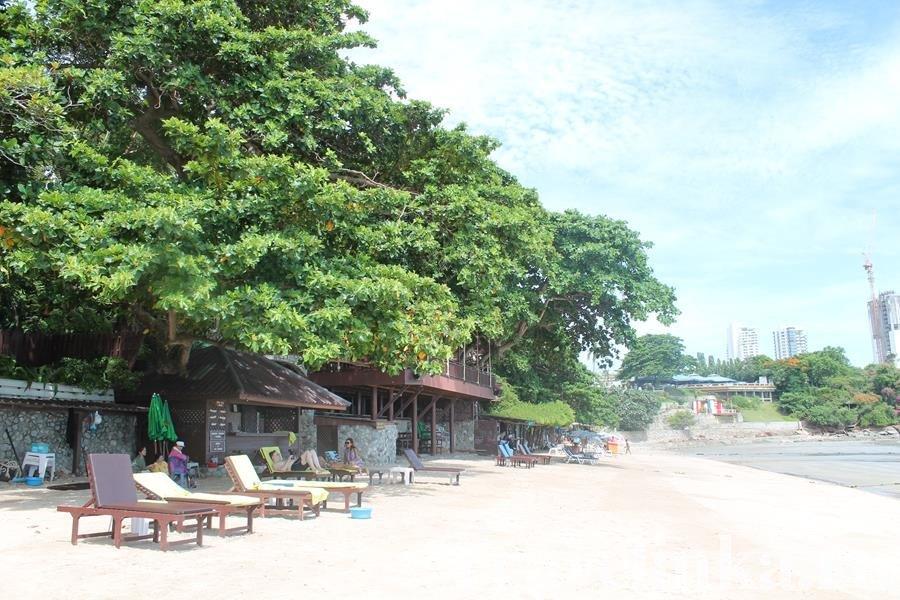 пляж отеля Азия в Паттайе