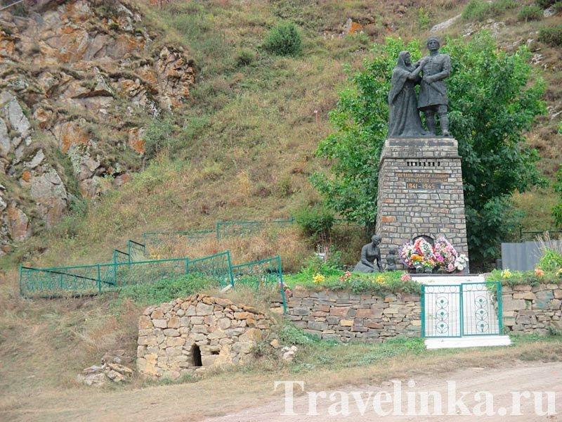 Памятник воинам-осетинам