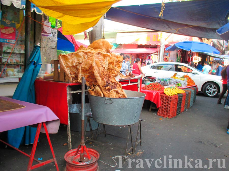Выжарки (чичарон) на рынке в Мехико