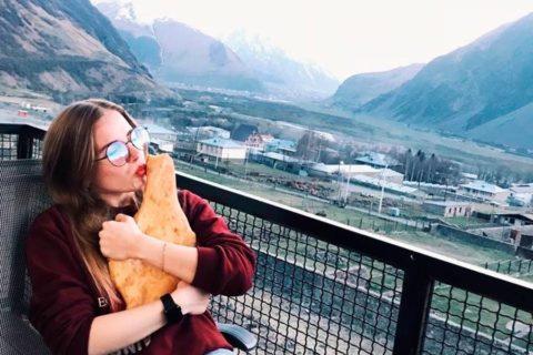 Да, это грузинский хлеб и он потрясающий!