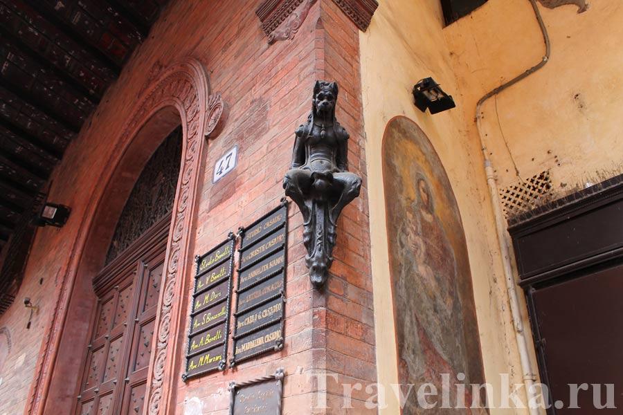 Статуя дьявола в Болонье