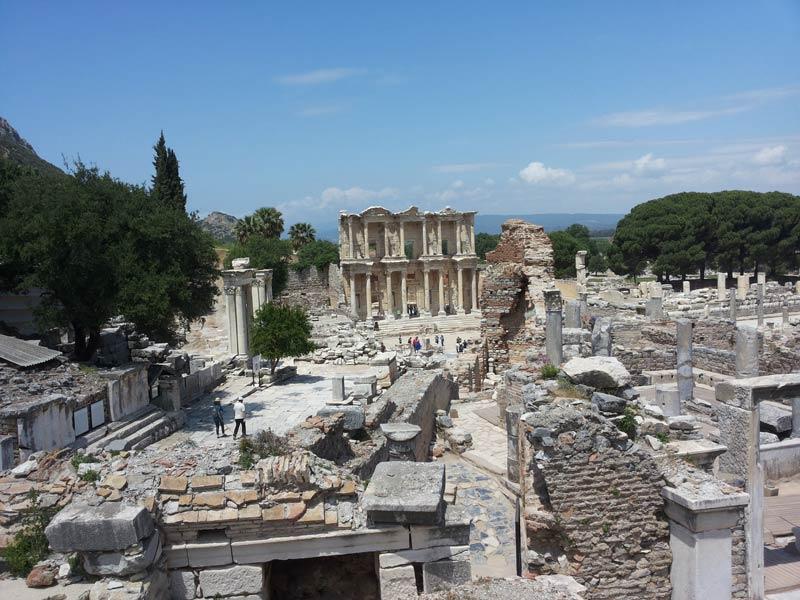 Вид на библиотеку Цельсия в Эфесе