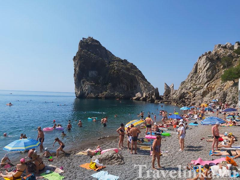 Пляж у скалы Дива