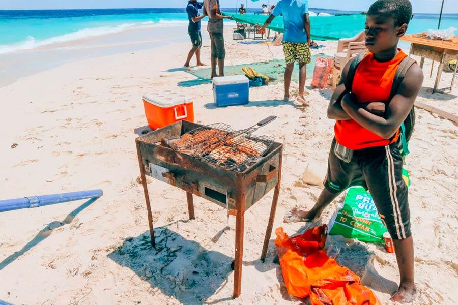Готовят морской улов